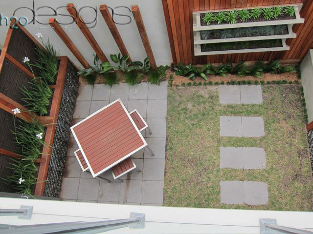 Diy Courtyard Makeover With Licom76 Vwall And Kube